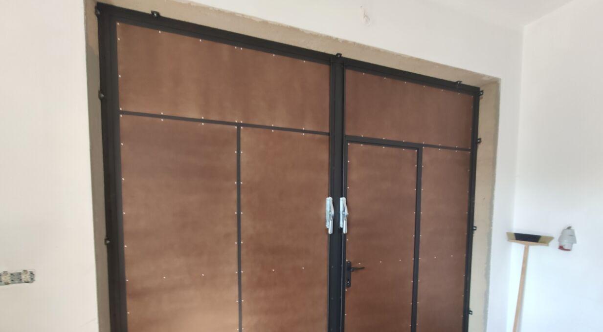 Kovová vrata